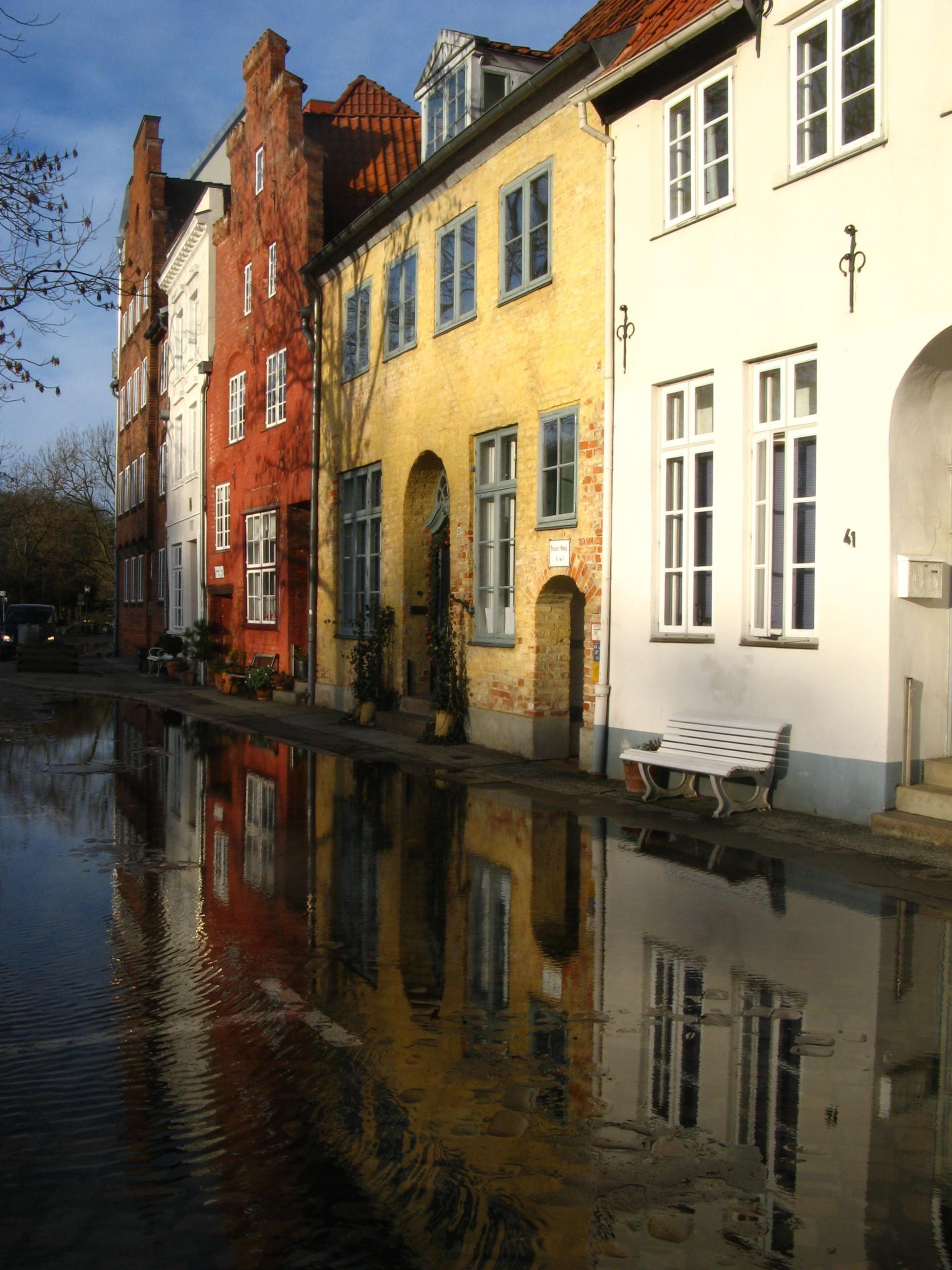 Lübecker Altstadt nach Starkregen mit stehen geblibenem Regenwasser
